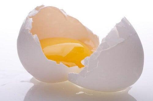 Tẩy tế bào chết cho da mặt đừng quên lòng đỏ trứng gà