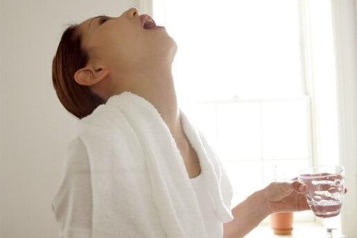 chăm sóc răng miệng bằng muối hồng himalaya