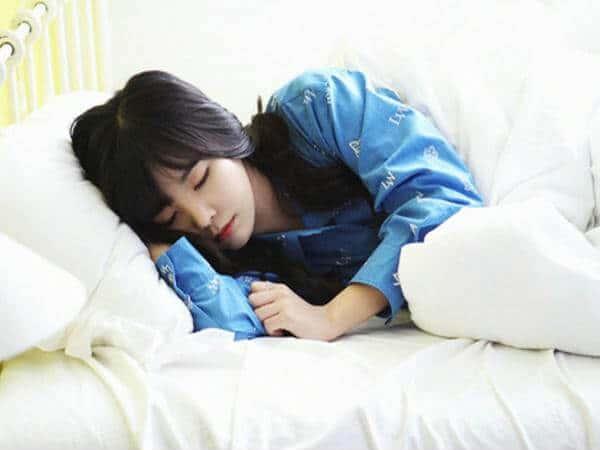 Hình ảnh Cách Đánh Bật Triệu Chứng Tê Tay Khi Ngủ Trưa chính hãng tốt giá rẻ nhất tại DamiLama