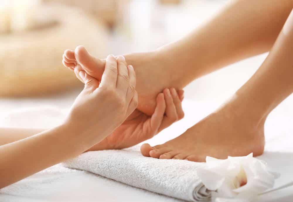 Cập nhật các cách làm giảm tê gót chân khi ngủ hiệu quả