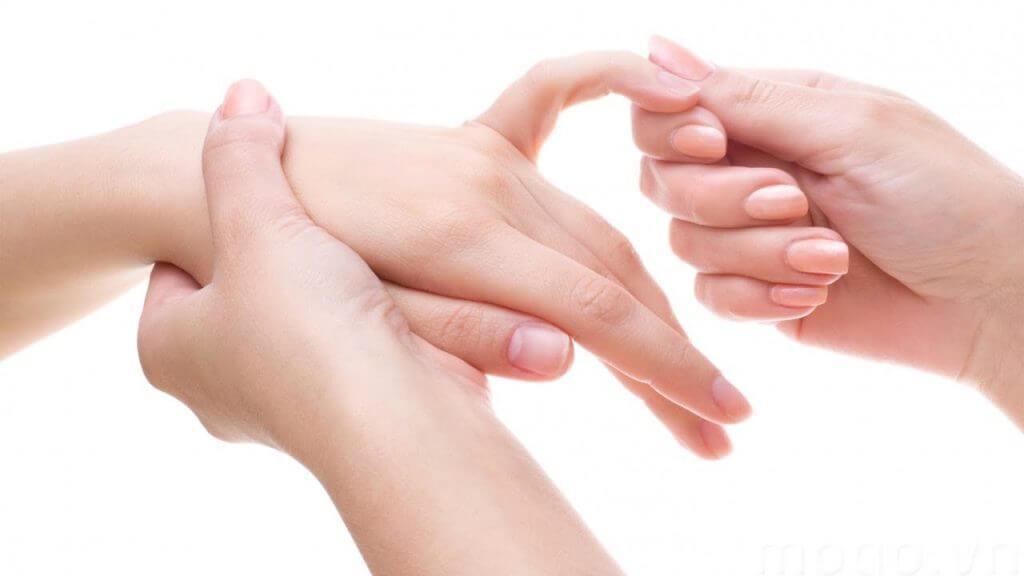 Tê đầu ngón tay biểu hiện của bệnh gì