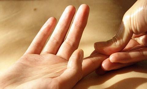 Tê buốt các đầu ngón tay là dấu hiệu bạn không nên xem thường