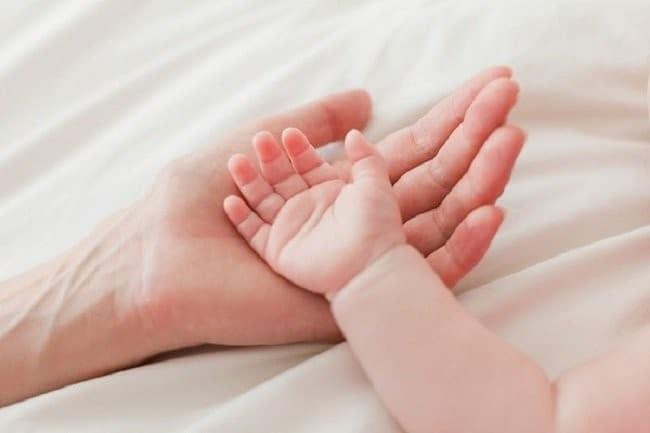 4 Cách Điều Trị Bệnh Ra Mồi Hôi Tay Chân Cho Trẻ Em 1 2020